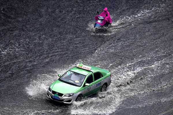 Впровинции Хунань в«Поднебесной»  из-за прорыва дамбы эвакуировали неменее  700 человек
