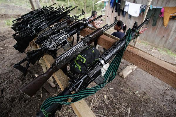 Колумбийские протестующие FARC врамках мирного соглашения сдали все оружие