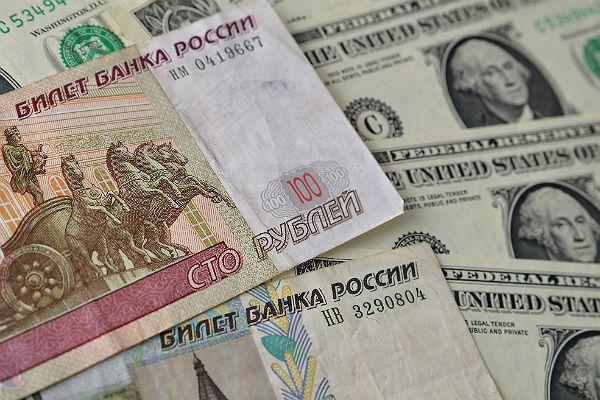 В РФ впервый раз за2,5 года курс доллара превысил 70 руб.