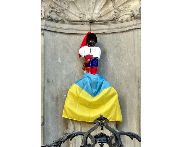 «Писающего мальчика» вБрюсселе одели вукраинский костюм