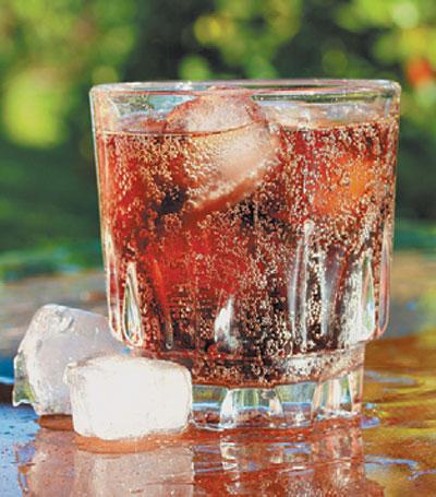 Какие вещества содержатся в газированных напитках и насколько они опасны.