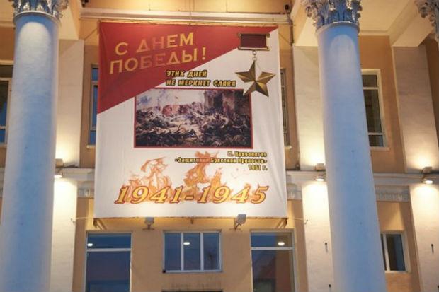 Десять ошибок на 2-х плакатах: курганцев поздравили сДнем Победы