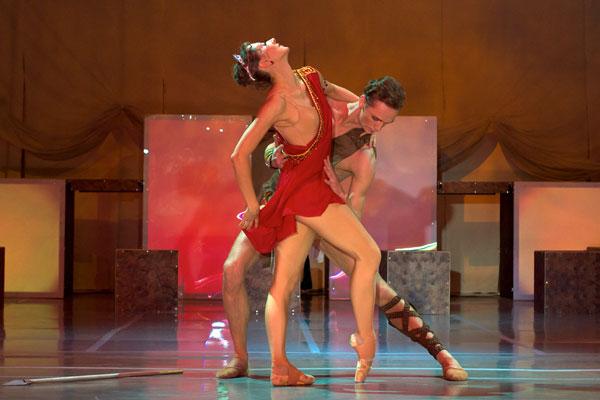 Театральный секс на сцене